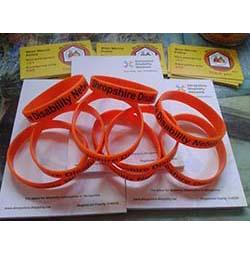 bracelets 250-253